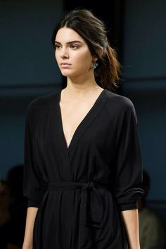 Veneta Spring/Summer 2015 Ready-To-Wear Kendall Jenner for Bottega Veneta Spring/Summer 2015 ready-to-wear close upKendall Jenner for Bottega Veneta Spring/Summer 2015 ready-to-wear close up Robert Kardashian, Khloe Kardashian, Kardashian Kollection, Kris Jenner, Kendall Jenner Pics, Kendall Jenner Runway, Kedall Jenner, Teen Choice Awards, Le Style Du Jenner