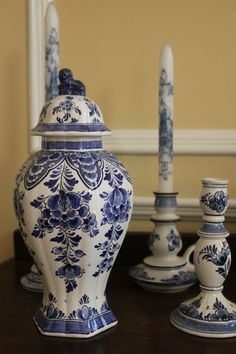 Delft  (blue and yellow)