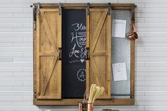 Adorable farmhouse chalkboards – who doesn't love having a few around the house? Chalkboards meld seamlessly into farmhouse decor because there's something nostalgically rustic about seeing words written imperfectly in chalk. Chalkboard Paint, Kitchen Reno, Diy Wall Decor, Framed Art, Farmhouse Decor, Barn, Doors, Chalkboards, Rustic