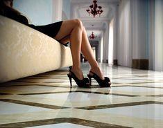 APAVISA NANOESSENCE BEIGE #apavisa #tiles #stone #naturalstone #inspiration #interiordesign #floortiles #architecture #fliesen #fliesendesign #bodenfliesen #dahofawoas #emanuelhofer Shoe Image, Pattern Wallpaper, Royalty Free Stock Photos, Shoes Heels, Beige, Female, Luxury, Interior, Collection