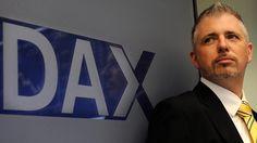 Dirk Müller regt sich über die Aufregung um manipulierte Abgaswerte auf. Den Rücktritt von Martin Winterkorn hält er für überflüssig.