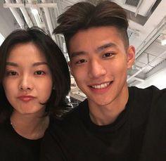 Aaaa que lindos Korean Photo, Cute Korean, Korean Girl, Ulzzang Couple, Ulzzang Boy, Asian Men Hairstyle, Asian Love, Korean Couple, Avatar Couple