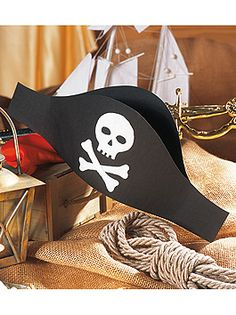 Make pirate hat for carnival - Crafts for Teens Pirate Day, Pirate Birthday, Pirate Theme, Girl Birthday, Pirate Hat Crafts, Kids Corner, Diy Costumes, Diy Crafts For Kids, Creative