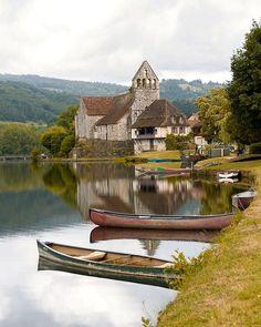 Voyageurs Français Blog voyage sur Instagram: Beaulieu-sur-Dordogne ! Un endroit qui porte bien son nom n'est-ce pas ? ☆ Il s'agit d'un village en Corrèze trés agréable. On l'a…