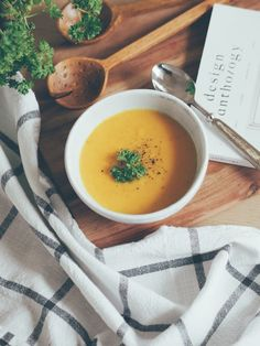 Yellow for dinner - Camilla Pihl Carrot Ginger Soup, Cantaloupe, Soup Recipes, Carrots, Dinner, Fruit, Yellow, Ethnic Recipes, Mat
