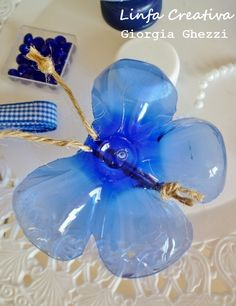 Linfa Creativa: A blue Butterfly. This could work, from the bottom of a plastic bottle, but we use wire rather than cord...