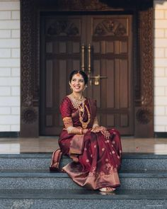 Indian Bridal Outfits, Indian Bridal Fashion, Indian Designer Outfits, Bridal Dresses, Kerala Bride, South Indian Bride, Set Saree, Velvet Dress Designs, Bridal Lehenga Collection