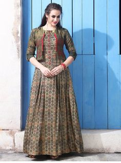 Our shrugs are the perfect way to moderately add warmness to really an outfit but still looking trendy. Long Dress Design, Stylish Dress Designs, Designs For Dresses, Stylish Dresses, Indian Designer Outfits, Designer Dresses, Designer Sarees, Cotton Gowns, Long Gown Dress