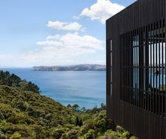 On a vertiginous site above Onetangi beach on Waiheke Island, Lance and Nicola Herbst create their most layered home yet. Public Architecture, Architecture Awards, Residential Architecture, Architecture Design, Types Of Timber, Timber Battens, Concrete Retaining Walls, Long Driveways, Waiheke Island