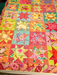 Star Quilts, Scrappy Quilts, Easy Quilts, Quilting Projects, Quilting Designs, Scrap Quilt Patterns, Quilt Modernen, Colorful Quilts, Contemporary Quilts