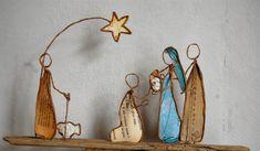Reveries de papier – Page 2 – La vie est un poème que certains savent mettre en mots, moi j'aime la décrire, la dévoilée ou la rêver avec une paire de ciseaux et un peu de papier Map Crafts, Wire Crafts, Diy And Crafts, Green Christmas, Winter Christmas, Vintage Christmas, Christmas Nativity, Christmas Crafts, Paper Cutting