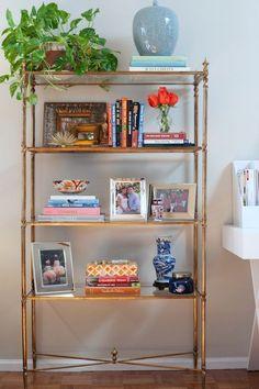 Classic New York City Apartment Decor from House of Harper #bookshelfdesign #homedecor #classicdecor #newyork