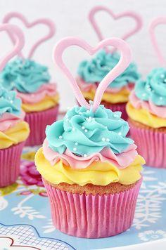 Cupcakes a diario: Cupcakes tricolor... De limón con buttercream de coco