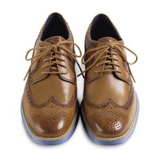 Very nice tone of this pair of Cole Hann Lace-Up shoes~~