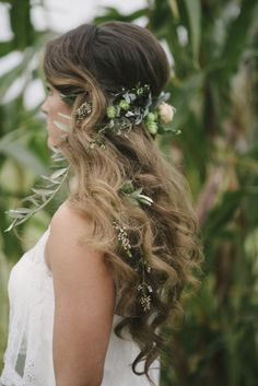 Planning a thanksgiving wedding, or autumnal bash? Take a look at this rustic pumpkin wedding inspiration by Ellie Koleen Photography and Oh What Joy Events Bride Hairstyles, Down Hairstyles, Flower Hairstyles, Hair Inspiration, Wedding Inspiration, Curly Prom Hair, Pumpkin Wedding, Mua, Wedding Hairstyles Half Up Half Down