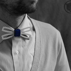 "#damico #damico_brand #bow_tie #bow_ties #aluminium_bow_tie #wooden_bow_tie #clothes #manstyle #галстук_бабочка #галстук_бабочки #бабочка #алюминиевая_галстук_бабочка #деревяная_бабочка #брендовая_одежда #яркая_одежда #cool #nice  #ручная_работа Галстук-бабочка ""Damico"" из алюминия. Bow-tie ""Damico"" made of aluminum, leather and wood."