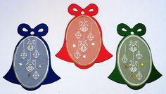 86.+Jmenovky+na+dárky+Jmenovky+na+vánoční+dárky+vyrobené+z+kartonu,+doplněné+technikou+pergamano+(papírová+krajka)+Rozměry+10+x+6+cm+Tmavší+karton+lze+popisovat+gelovým+perem,+zlatým+či+stříbrným+fixem,+lakovým+popisovačem,+bílou+pastelkou.+Cena+je+za+3kusy Paper Board