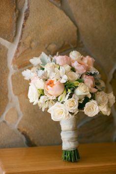 white and peach wedding bouquet | Photo: Love Photos www.geelongphotographers.com.au
