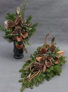 me ~ Christmas Arrangements- Arranjos de natal Christmas Arrangements - Christmas Flower Arrangements, Funeral Flower Arrangements, Funeral Flowers, Christmas Centerpieces, Xmas Decorations, Floral Arrangements, Christmas Urns, Christmas Flowers, Simple Christmas