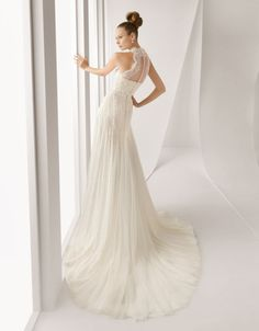 Need bridal inspiration? Right place ladies! I love this Rosa Clara gown.
