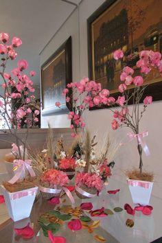 lindo kit R$ 158,90 correspodne:  -4 mini-árvores rancesas brinco de preincesa rosa-bebê; mede 50 cm.alt. -4 cumbucas de flores secas cor rosa bebe e palha desidratadas. mede 7x16 cm.alt.  Flores secas desidratadas duram eternamente, decoração única! R$ 158,90