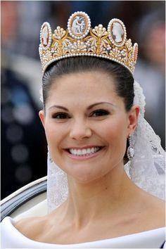 The Royal Order of Sartorial Splendor: Flashback Friday: Victoria's Tiaras: The cameo tiara