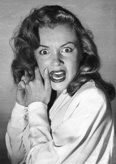 Hollywood 1949 - Marilyn Monroe expressing horrified fear after the photographer asked her to emote like a silent movie heroine by Philippe Halsman. Marilyn Monroe Fotos, Norma Jean Marilyn Monroe, Marlene Monroe, Andrew Loomis, Viejo Hollywood, Old Hollywood, Hollywood Glamour, Hollywood California, California Usa
