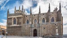 La Iglesia de San Juan de los Reyes, localizada en Toledo, es una obra arquitectónica perteneciente al Renacimiento español, ya que fue construida a finales del siglo XV. Se ubica dentro del estilo plateresco, algo que se puede ver en su decoración, que guarda reminiscencias con el arte gótico, y que es muy exhuberante. Fue construida por Juan Guas y bajo el patrocinio de Isabel II, en conmemoración de la batalla de Toro y del nacimiento del príncipe Juan.