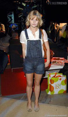 Emilie De Ravin, Polish Girls, Ouat, Portrait Art, Overall Shorts, Overalls, Actors, Envy, British