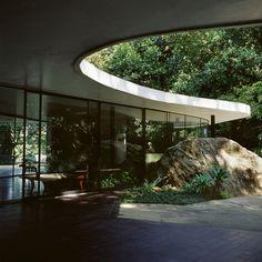 故オスカー・ニーマイヤー氏の自邸。SANAAっぽいけど1953年の作。