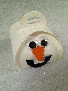 Olaf by Val Kobayashi using Stampin' Up!'s Curvy Keepsake Box Thinlits Die. by deanne Scrapbooking 3d, Scrapbook Cards, Stampin Up Christmas, Christmas Crafts, Handmade Christmas, Cute Box, Frozen Disney, Stamping Up, Keepsake Boxes