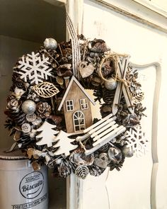 Cute, nice, so much nature in this Christmas wreath