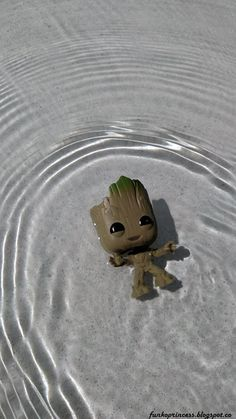 Baby Groot swimming on his Disneyland adventure . Baby Groot swimming on his Disneyland adventure Cute Disney Drawings, Cute Animal Drawings, Cute Drawings, Cute Cartoon Wallpapers, Cute Wallpaper Backgrounds, Baby Groot Drawing, Disneyland, Disney Phone Wallpaper, Disney Kunst