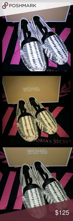 """6.5 Michael Kors Snake skin😝 loafers💕 Received in a """"trade gone bad"""" they appear to be in perfect condition but personally one of the ugliest pair of shoes ever seen.😳 I traded something I paid alot of $ for so price is pretty firm..Thanks💕 Michael Kors Shoes"""