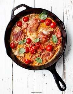 Pan-Fried Chicken Breast Wrapped in Prosciutto in Creamy Red Pesto Sauce Pan Fried Chicken, Fried Chicken Recipes, Red Pesto, Fast Dinners, Turkey Dishes, Evening Meals, Food Photo, Main Dishes, Good Food