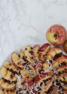 Caramel apple slices with chocolate chips - Fall Home Tour 2015 - Simple Stylings - Apple recipes - Fall recipe ideas -www.simplestylings.com