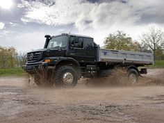 We have here the latest creation from Mercedes created especially for off-road, even extreme off-road, called Mercedes Benz Zetros. Mercedes Benz Zetros, Mercedes Benz Trucks, New Mercedes, Semi Trucks, Big Trucks, Ford Trucks, 6x6 Truck, Car Hd, Steyr