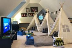 Upcountry Camp offers luxury tent and teepee rentals for parties, sleepovers and camping in and around Mississippi. Sleepover Room, Fun Sleepover Ideas, Sleepover Activities, Boys Teepee, Teepees, Soirée Pyjama Party, Indoor Camping, Indoor Tents, Camping Glamping