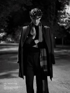 "Otto Lotz in ""Untitled Photographed by Pablo Arroyo and Styled by Emil Rebek for L'Officiel Hommes Italia Fall/Winter 2014 Photography Poses For Men, Fashion Photography, Pretty Boys, Cute Boys, Looks Dark, The Secret History, Character Aesthetic, Pretty People, Male Models"