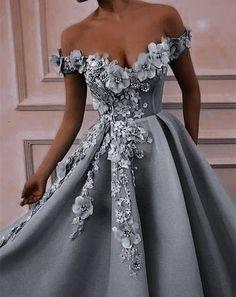 Stunning Prom Dresses, Pretty Prom Dresses, Beautiful Gowns, Elegant Dresses, Cute Dresses, Elegant Ball Gowns, Floral Prom Dresses, Quince Dresses, Royal Dresses