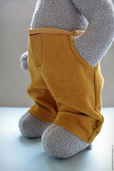 How to add pockets to doll pants tutorial Doll Clothes Patterns, Doll Patterns, Clothing Patterns, Stuffed Animal Patterns, Diy Stuffed Animals, Pants Tutorial, Teddy Toys, Bear Doll, Toy Craft