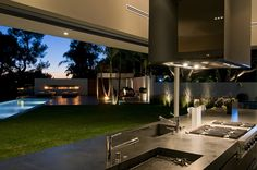 Nightingale Drive House in California by Marc Canadell