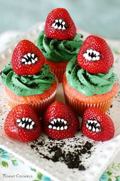 Halloween Monster Strawberry Cupcake – Best Cheap Easy Party Treat & Dessert - Easy Idea (2)