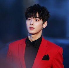 ASTRO's Cha Eunwoo serving Prince-like visuals @ SMA - Celebrity Photos - OneHallyu Cha Eun Woo, Cute Korean Boys, Korean Men, Korean Actors, Cha Eunwoo Astro, Jin, Lee Dong Min, Bad Kids, Sanha
