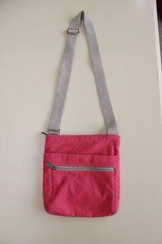 Thirty-One 31 Coral (Pink) Cross Pop Crossbody Purse Messenger Bag Retired EUC #ThirtyOne #MessengerCrossBody