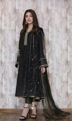 Black Pakistani Dress, Beautiful Pakistani Dresses, Pakistani Dresses Casual, Pakistani Dress Design, Casual Dresses, Dress Indian Style, Indian Fashion Dresses, Indian Designer Outfits, Asian Fashion