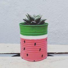 Tin Can Crafts, Diy Home Crafts, Garden Crafts, Painted Plant Pots, Painted Flower Pots, Painted Tin Cans, Tin Can Art, Decorated Flower Pots, Ideias Diy