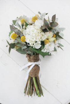 Looking for a way to make your wedding bouquet even prettier? Here's 13 dreamy ways to tie your bouquet. Bouquet Wrap, Tulip Bouquet, Flower Bouquet Wedding, Floral Bouquets, Yellow Bouquets, Button Bouquet, Yellow Wedding, Floral Wedding, Deco Floral