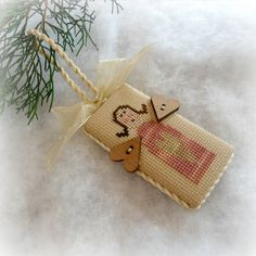 Primitive Heart Angel Cross Stitch Ornament от SnowBerryNeedleArts