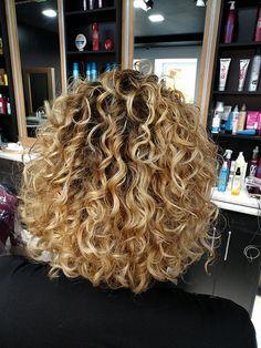 Permed Hair Medium Length, Perms For Medium Hair, Medium Permed Hairstyles, Medium Fine Hair, Short Permed Hair, Curly Perm, Long Curly Hair, Medium Hair Styles, Curly Wedding Hair